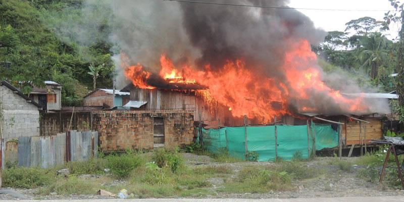 Incendio en Novita deja 2 casas totalmente incineradas y otra más averiada