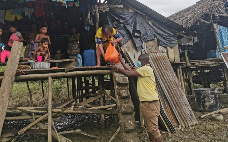 El diputado a la asamblea departamental; Nemesio Mosquera, realizó entrega de kits de mercados a los habitantes de Puerto Nucidó – Medio Baudó. - Noticias de Colombia