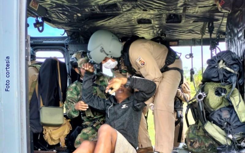 """Armada de Colombia brinda asistencia humanitaria a presunto integrante del """"clan del golfo"""" - Noticias de Colombia"""